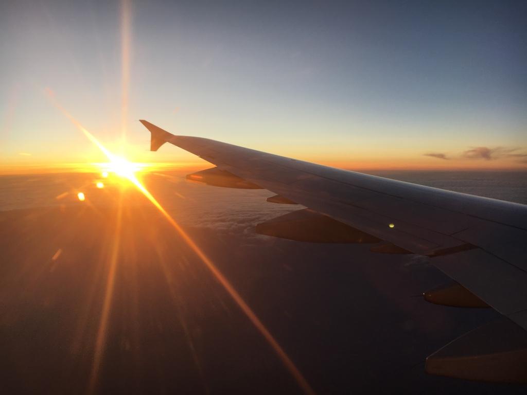 Flugzeugflügel Sonnenaufgang